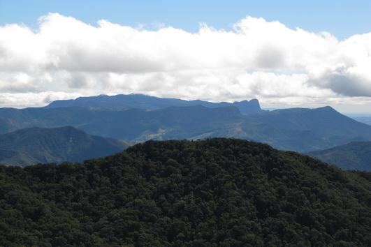 Vista do alto do Morro do Cavado para o Pico do Papagaio em Aiuruoca-MG